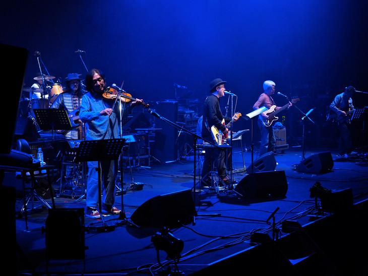 2015年12月開催の「鈴木慶一 ミュージシャン生活45周年記念ライブ」で集結したはちみつぱい。(撮影:山本昇)