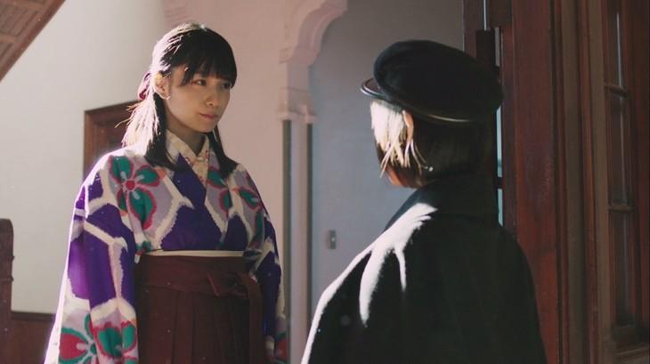 乃木坂46「ハルジオンが咲く頃」MVのワンシーン。