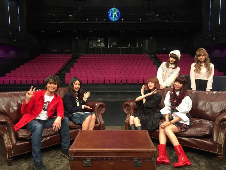左から鮎貝健、井上苑子、Silent Siren。(c)テレビ朝日