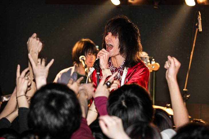 静岡・MESCALIN DRIVEでのドレスコーズのライブの様子。(Photo by Yoshihiro Mori)