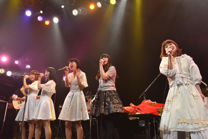「Bless You, Girls!」を歌うNegicco、南波志帆、吉澤嘉代子(左から)。