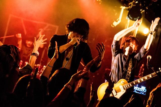 Yeti「Yeti ONEMAN LIVE TOUR 2016『City Lights』」東京・SHIBUYA DESEO公演の様子。(Photo by mepo)
