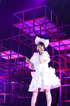内田真礼「Hello, 1st contact!」の様子。(写真提供:ポニーキャニオン)