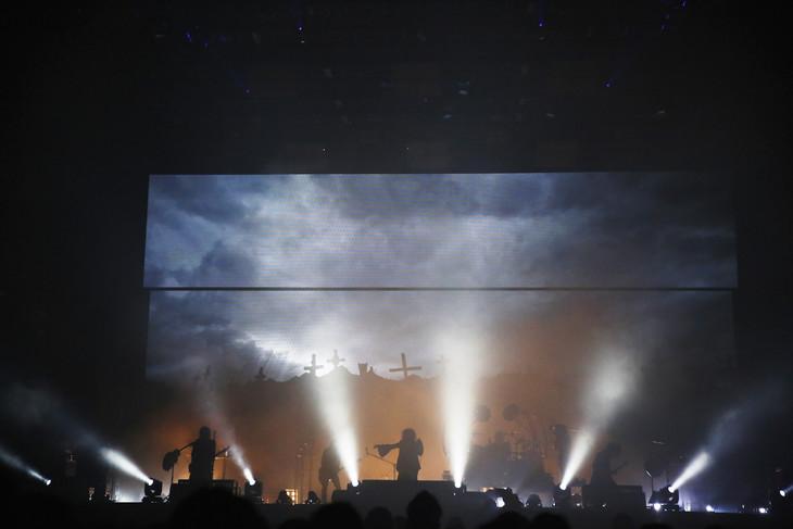 the GazettE「LIVE TOUR 15-16 DOGMATIC FINAL『漆黒』」の様子。(Photo by HIROE YAMAUCHI)
