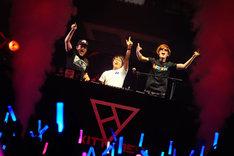 左からdj TAKA、Ryu☆、kors k。(提供:EXIT TUNES)