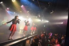 オトメ☆コーポレーションによるライブの様子。