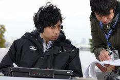 「横浜マラソン2016」の中継番組に解説者として出演する吉田結威(G, Vo)。(提供:ポニーキャニオン)
