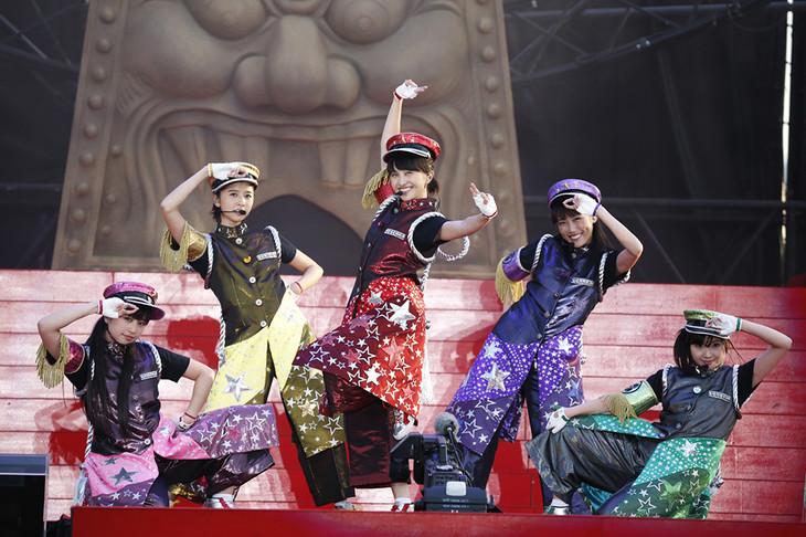 ももいろクローバーZ「ももクロ男祭り2015 in 太宰府」のワンシーン。(Photo by HAJIME KAMIIISAKA+Z)