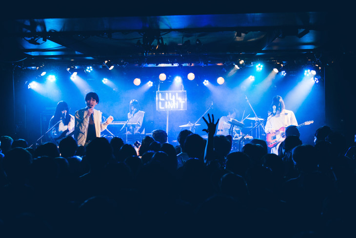 LILI LIMIT「#apieceofcake release tour oneman show」の様子。(撮影:永峰拓也)