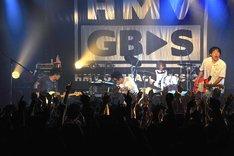 「MV GET BACK SESSION『友だちを殺してまで。』LIVE」3月15日の東京・LIQUIDROOM公演の様子。(撮影:佐藤哲郎)