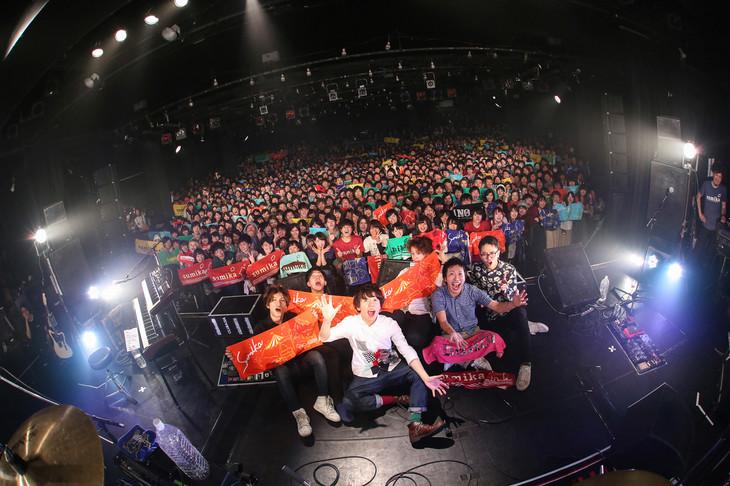 sumika「Re:Birth Tour」東京・LIQUIDROOM公演での記念撮影。(撮影:後藤壮太郎)