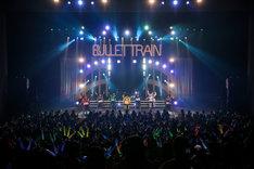 「超特急 LIVE TOUR 2016 Synchronism」初日公演の様子。(撮影:米山三郎[SignaL])