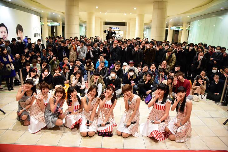 ニューシングル「Supreme」発売記念イベントを行うLinQ。(写真提供:ジョブ・ネット)