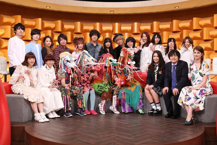 日本テレビ系「バズリズム」3月25日放送回の出演者たち。
