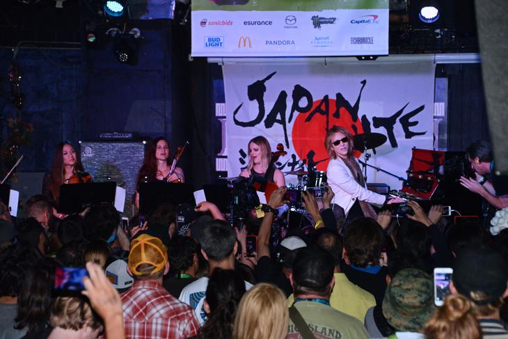 「JAPAN NITE」に出演したYOSHIKIのライブの様子。