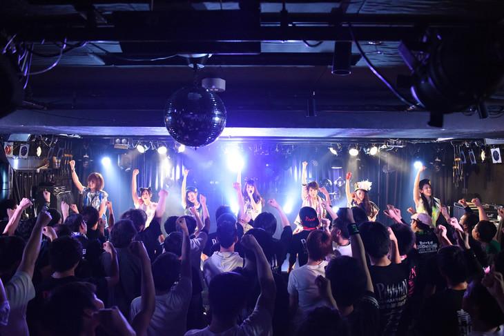 「PiiiiiiiN 3カ月連続出張定期公演 ~Road to Zepp DiverCity~」大阪公演の様子。