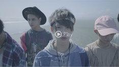 XOX「Ex SUMMER」MVのワンシーン。