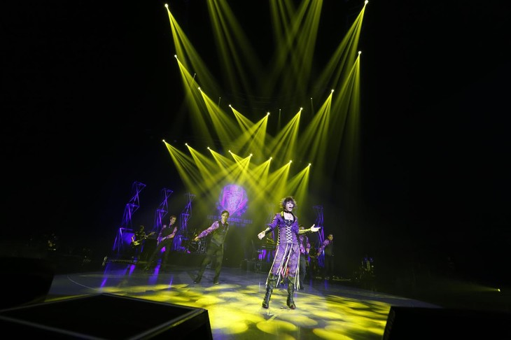 「LIVE THE ROCK!! 2015~BEST DISPLAY for YOU~」千葉・舞浜アンフィシアター公演の様子。