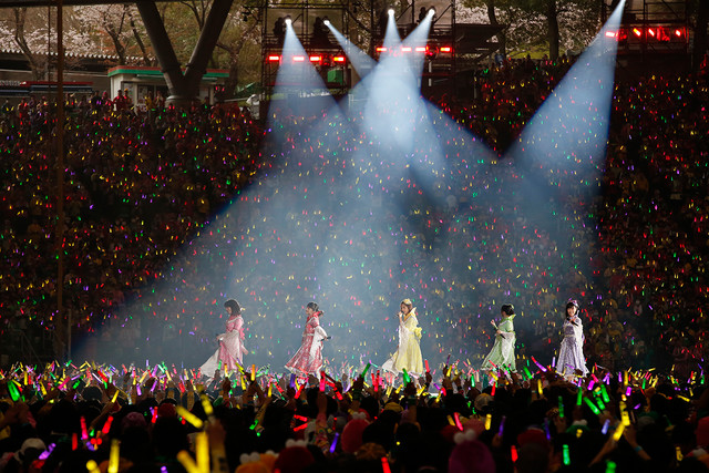 ももいろクローバーZのライブの様子。(Photo by HAJIME KAMIIISAKA+Z)