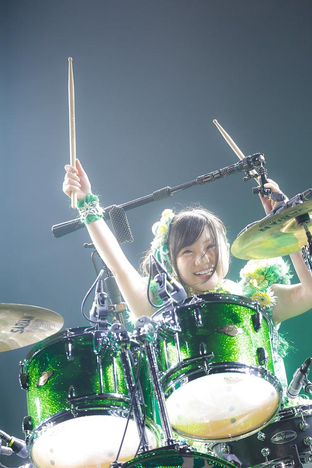 4月3日公演での有安杏果ソロパフォーマンスの様子。(Photo by HAJIME KAMIIISAKA+Z)