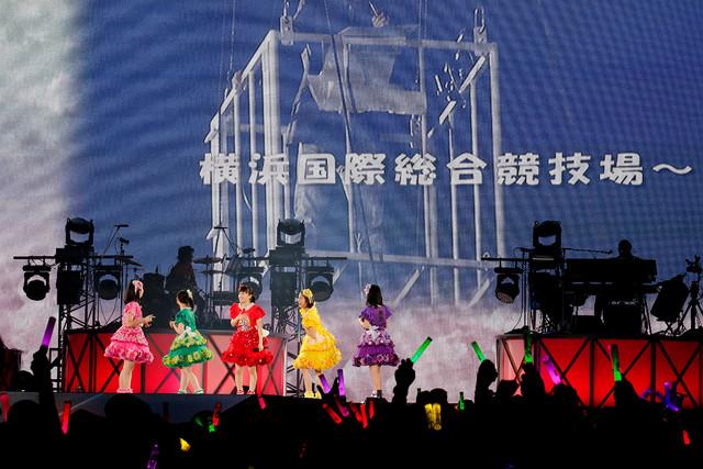 松崎しげるによるももいろクローバーZ「桃神祭2016 ~鬼ヶ島~」開催発表の様子。(Photo by HAJIME KAMIIISAKA+Z)