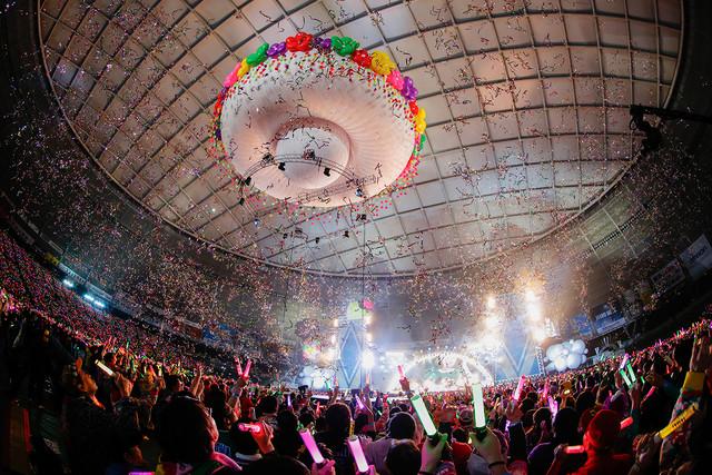 ももいろクローバーZのライブの様子。 (Photo by HAJIME KAMIIISAKA+Z)