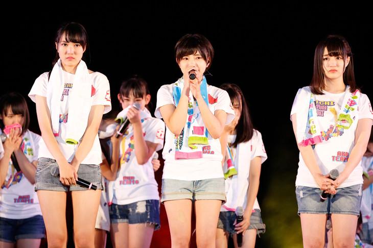 左から岩崎萌花、山本亜依、藤村菜月。(c)AKS