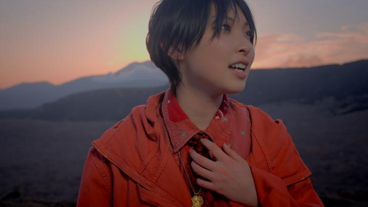家入レオ「僕たちの未来」ミュージックビデオのワンシーン。