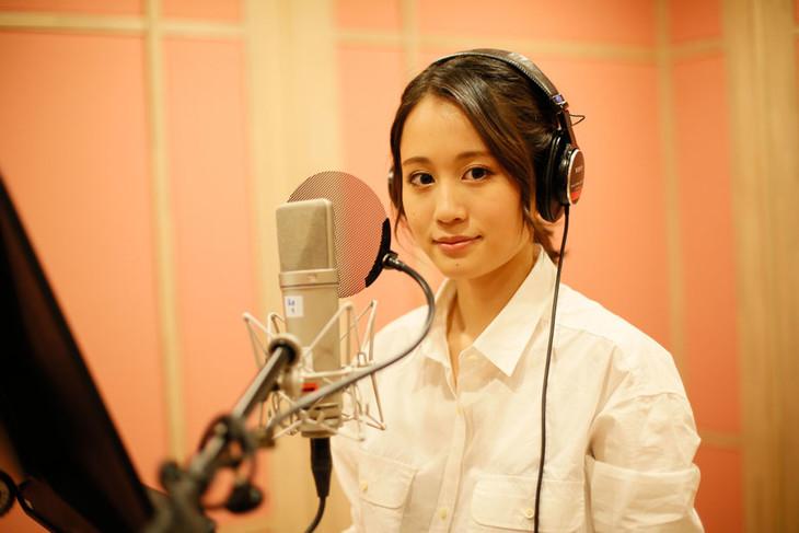 レコーディング時の前田敦子。