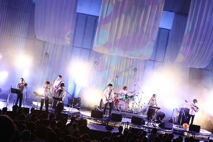 東京カランコロン「東京カランコロン 祝!結成2534日アニバーサリーだよ全員集合! in YAON」の様子。(Photo by Taku Fujii)