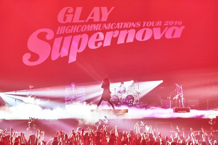 "「GLAY HIGHCOMMUNICATIONS TOUR 2016 ""Supernova""」4月24日公演の様子。(撮影:岡田裕介)"