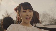 AKB48「翼はいらない」ミュージックビデオのワンシーン。