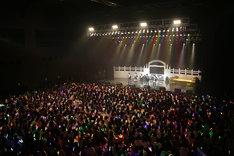 M!LKのワンマンライブの様子。(撮影:角田勇太)