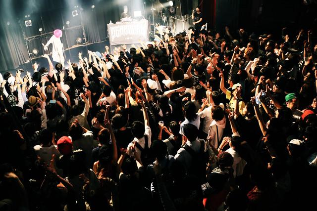 """「電波少女 E.P """"パラノイア"""" Release Party」の様子。(撮影:新倉映見)"""