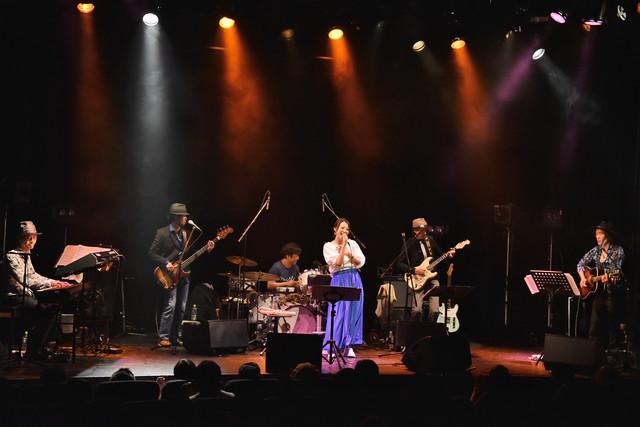 「加藤いづみ 25th Anniversary Concert『あの日、私の歌が生まれた』」の様子。