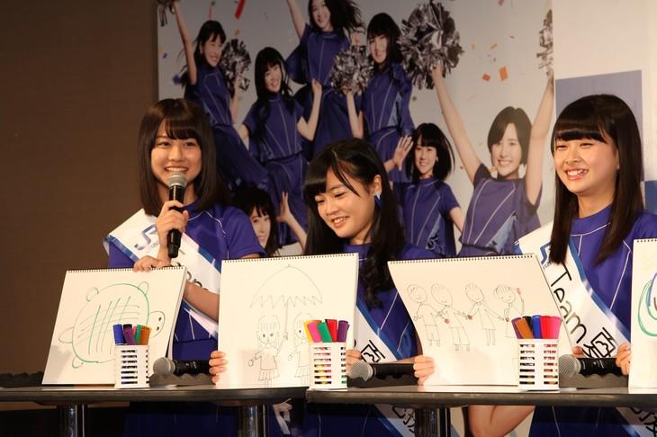写真左が若田部遥。(c)AKS