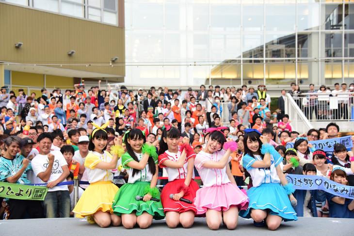 6月1日に行われた「ときめき▽宣伝部~3rd SEASON~むてきなツアー」ららぽーと豊洲 シーサイドデッキ メインステージ公演の様子。