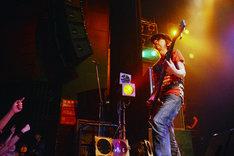サプライズゲストの上田健司。 (写真提供:バッド・ミュージック・グループ)