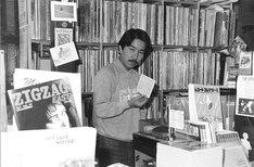 かつての「パイドパイパーハウス」と長門芳郎氏。