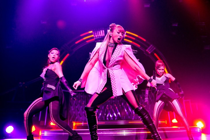 「KODA KUMI LIVE TOUR 2016 ~Best Single Collection~」京都・ロームシアター京都公演の様子。(写真提供:rhythm zone)