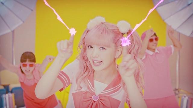 藤田ニコル「Bye Bye」ミュージックビデオのワンシーン。
