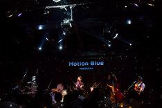 NakamuraEmiのライブの様子。(Photo by Yasu)