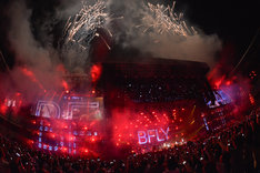 """「BUMP OF CHICKEN STADIUM TOUR 2016 """"BFLY""""」ファイナル公演の様子。(撮影:古渓一道)"""