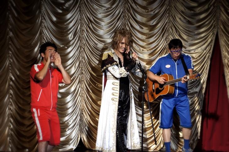 「KAMIJO生誕祭『Rose Fes -Supported by UUUU-』」でコラボしたKAMIJOとテツandトモ。 (写真提供:ワーナーミュージック・ジャパン)