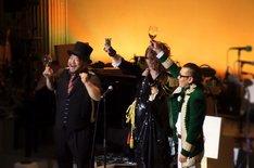 「KAMIJO生誕祭『Rose Fes -Supported by UUUU-』」でコラボしたKAMIJOと髭男爵。 (写真提供:ワーナーミュージック・ジャパン)