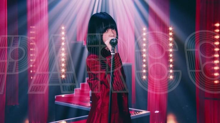 平手友梨奈「渋谷からPARCOが消えた日」ミュージックビデオのワンシーン。