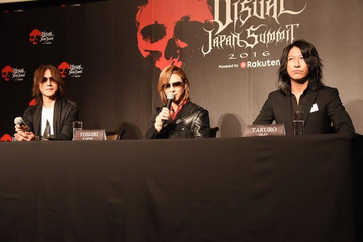 左よりSUGIZO(LUNA SEA, X JAPAN)、YOSHIKI(X JAPAN)、TAKURO(GLAY)。