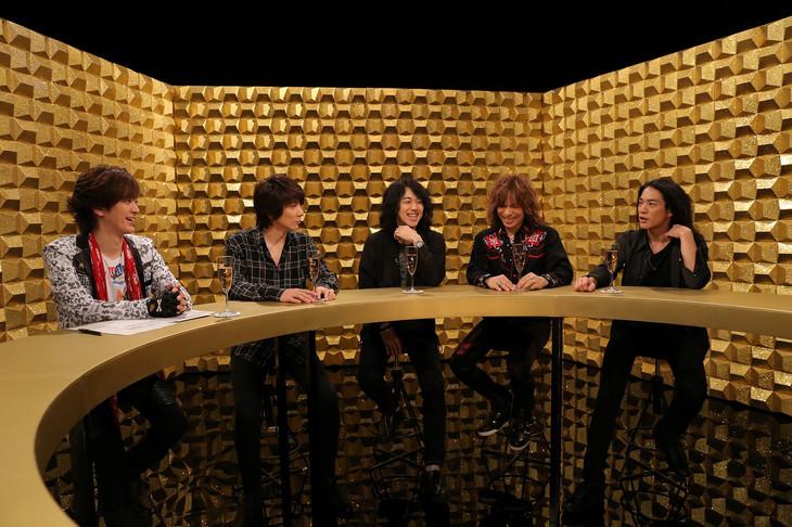 トーク中のTHE YELLOW MONKEYとDAIGO。(写真提供:NHK)