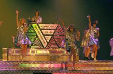 E-girls「E-girls LIVE TOUR 2016 ~E.G. SMILE~」埼玉・さいたまスーパーアリーナ公演の様子。(写真提供:LDH)