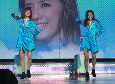 左から藤井夏恋、藤井萩花。(写真提供:LDH)